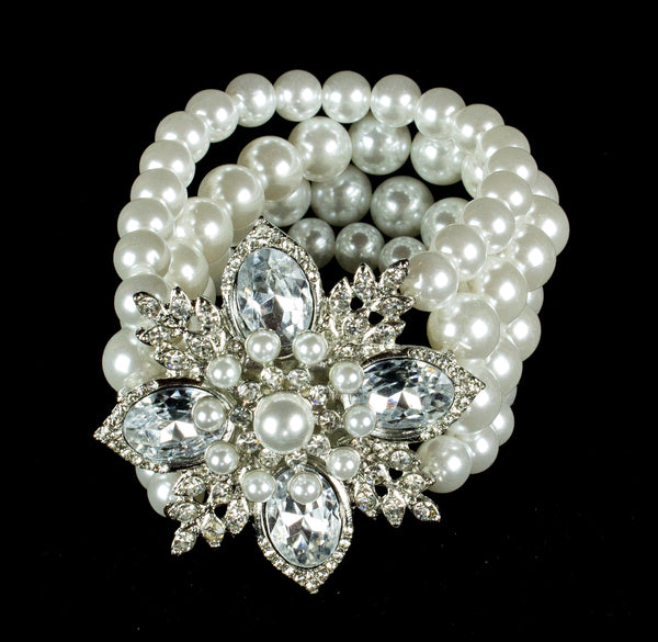 Pearl Bracelet with Crystal Flower
