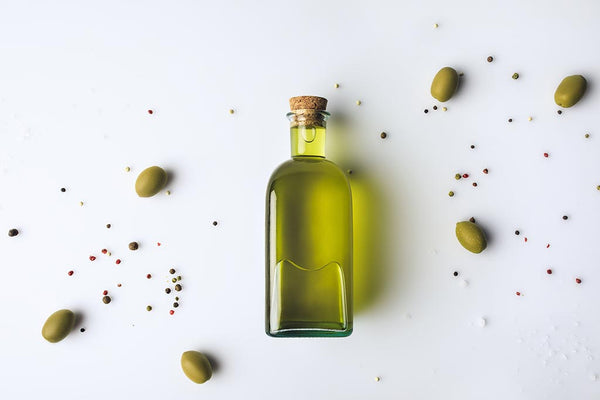 Almond-oil-and-olive-oil-for-hair