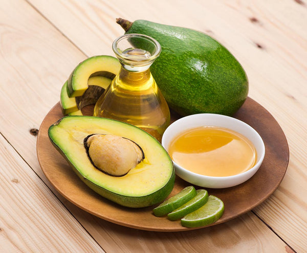 Yogurt-with-Avocado-Honey-and-Olive-Oil-for-dry-hair