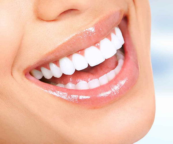 clove-oil-for-teeth whitening_329065745