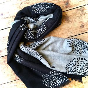 Reversible Winter Scarf Black/White Tree