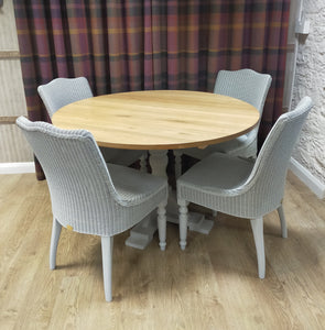 Oak dining table with 4 Grosmont dining chairs in Dove