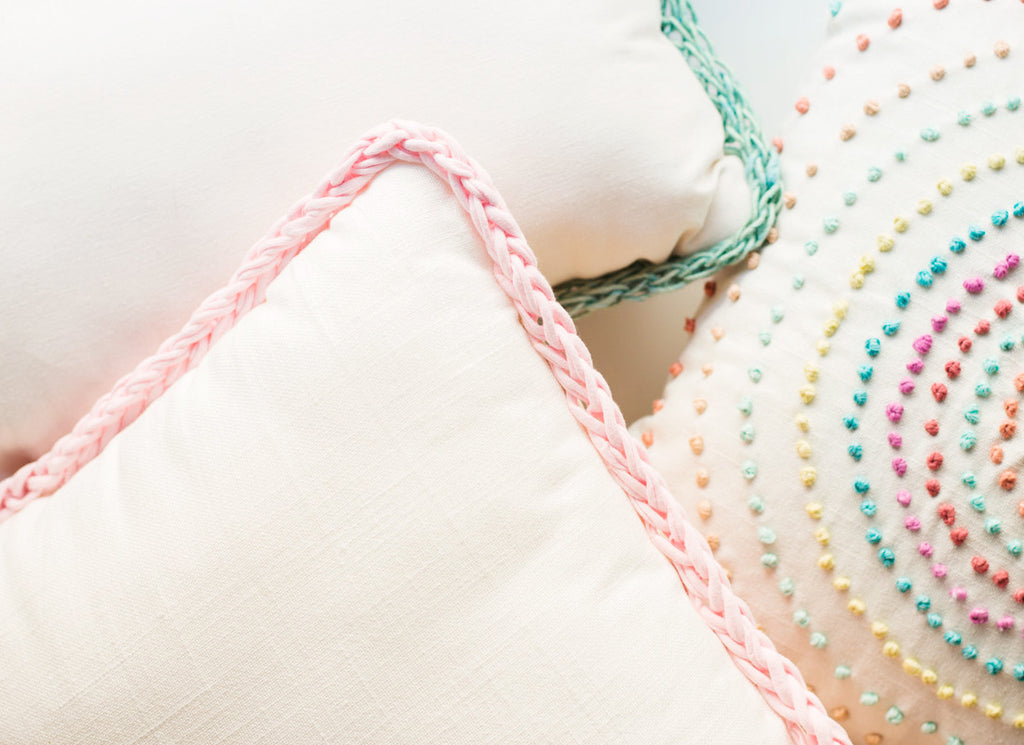 DIY Finger Knitting Trimmed Pillows with Anne Weil