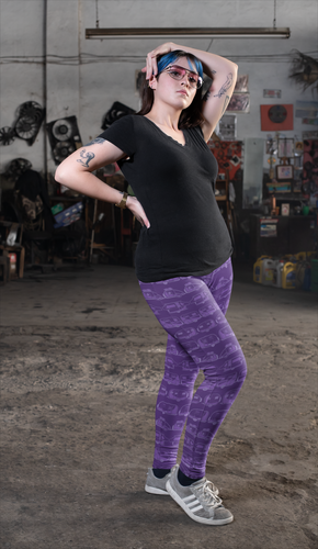Young woman wearing leggings for women with curves, Vintage Trailers, two-tone purple