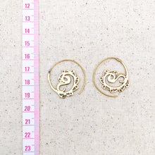 Load image into Gallery viewer, Indian Paisley Spiral Brass Earrings