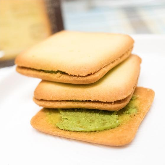 LANGULY Strawberry Cream Sandwich Cookie strawberry flavor 4.56oz Languly 依度三明治夹心饼干 宇治抹茶味