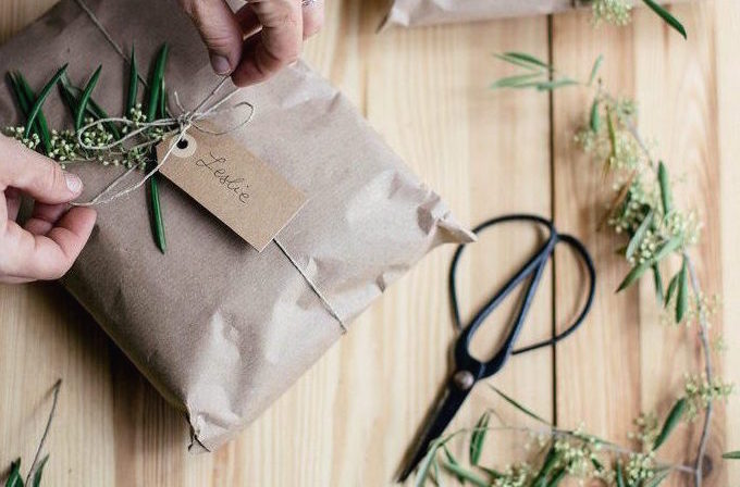 8 Earth-Friendly Christmas Gift Wrap Ideas