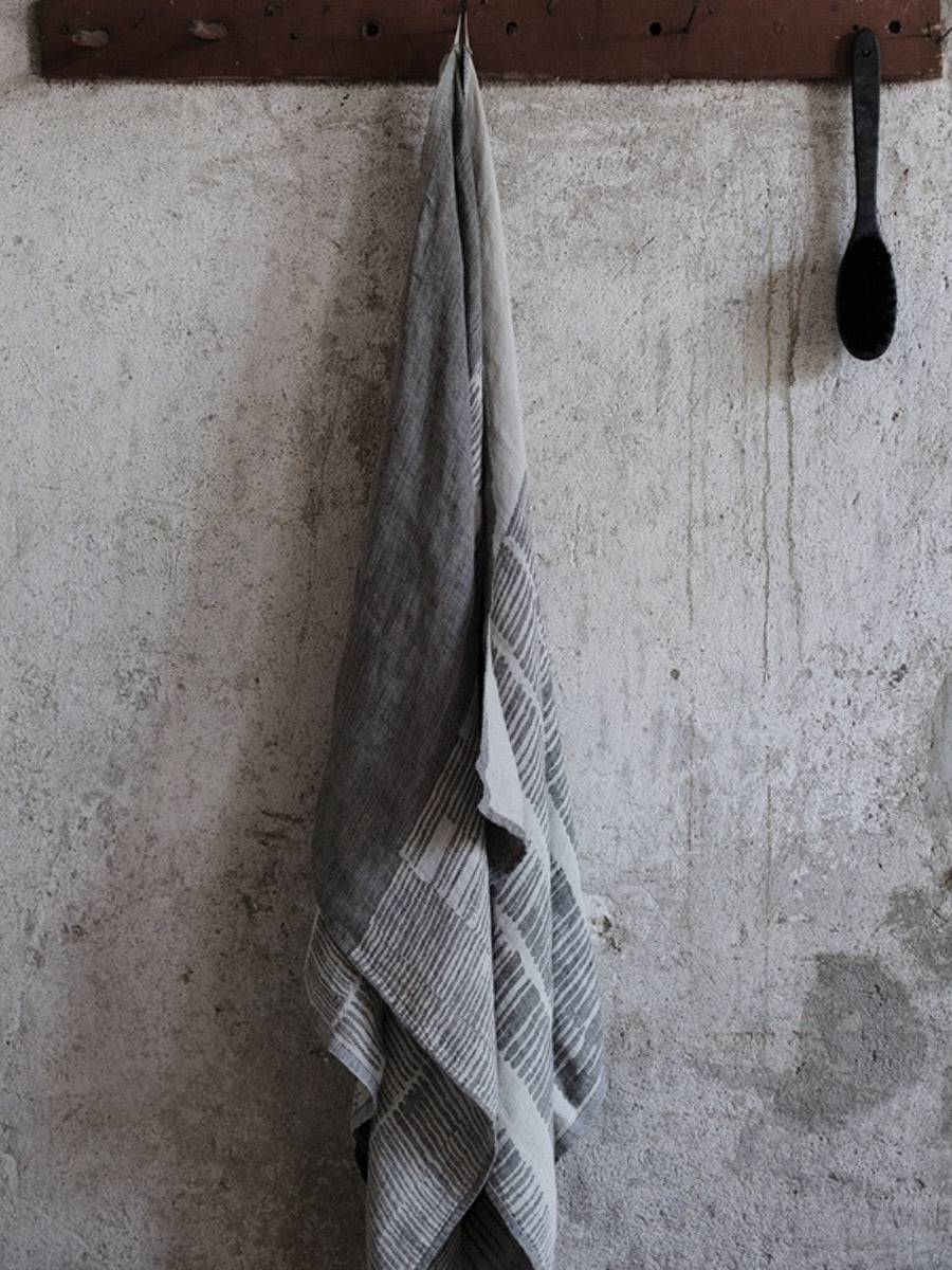 Lapuan Kankurit Uitto Washed Linen Bath Sheet/Towel, Grey - Cloudberry Living