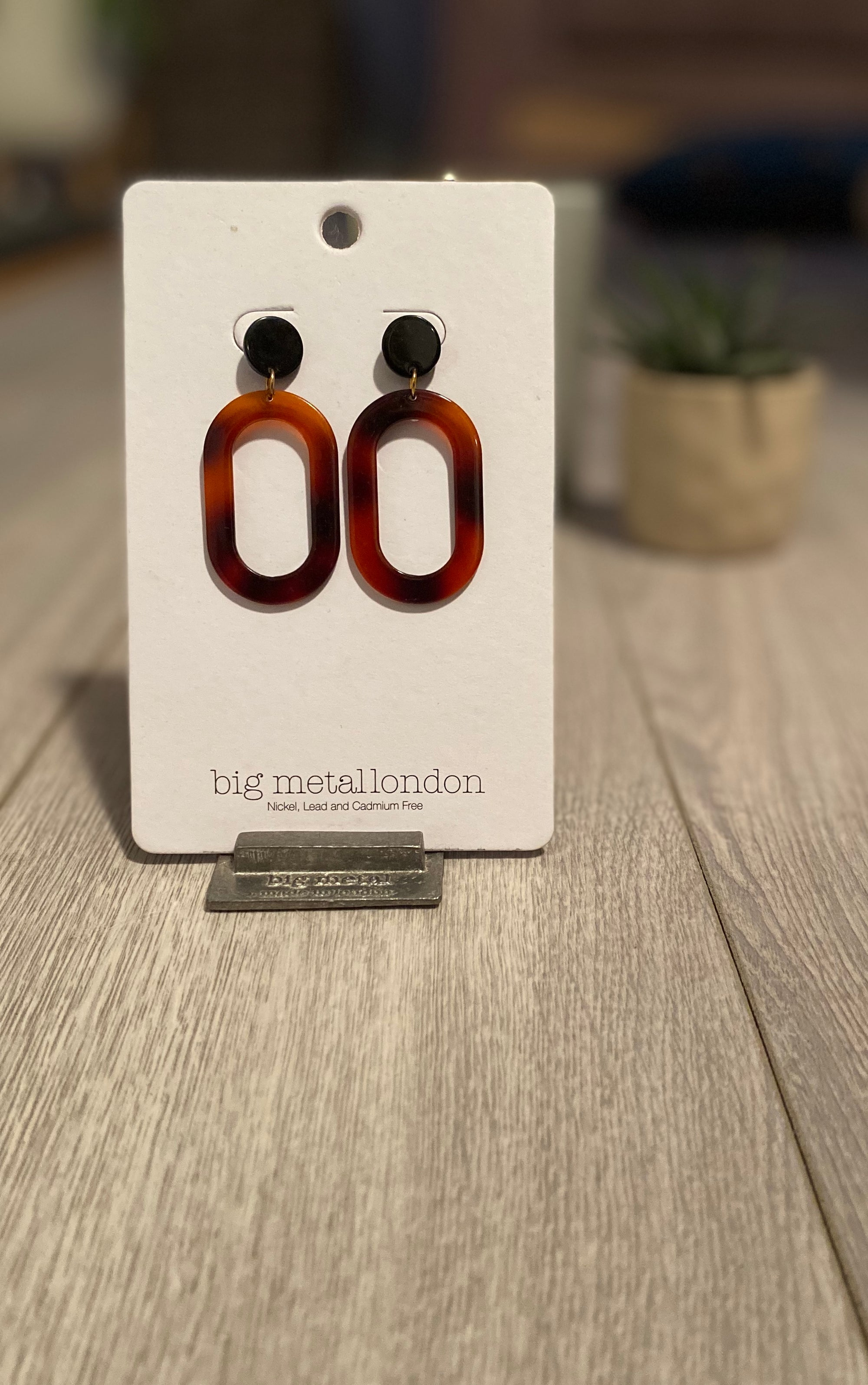 Oval two tone brown resin earrings - 012e