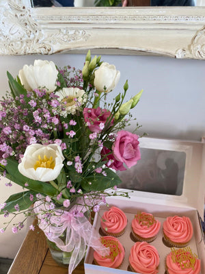 Gypsophila Vase and Cupcake Package