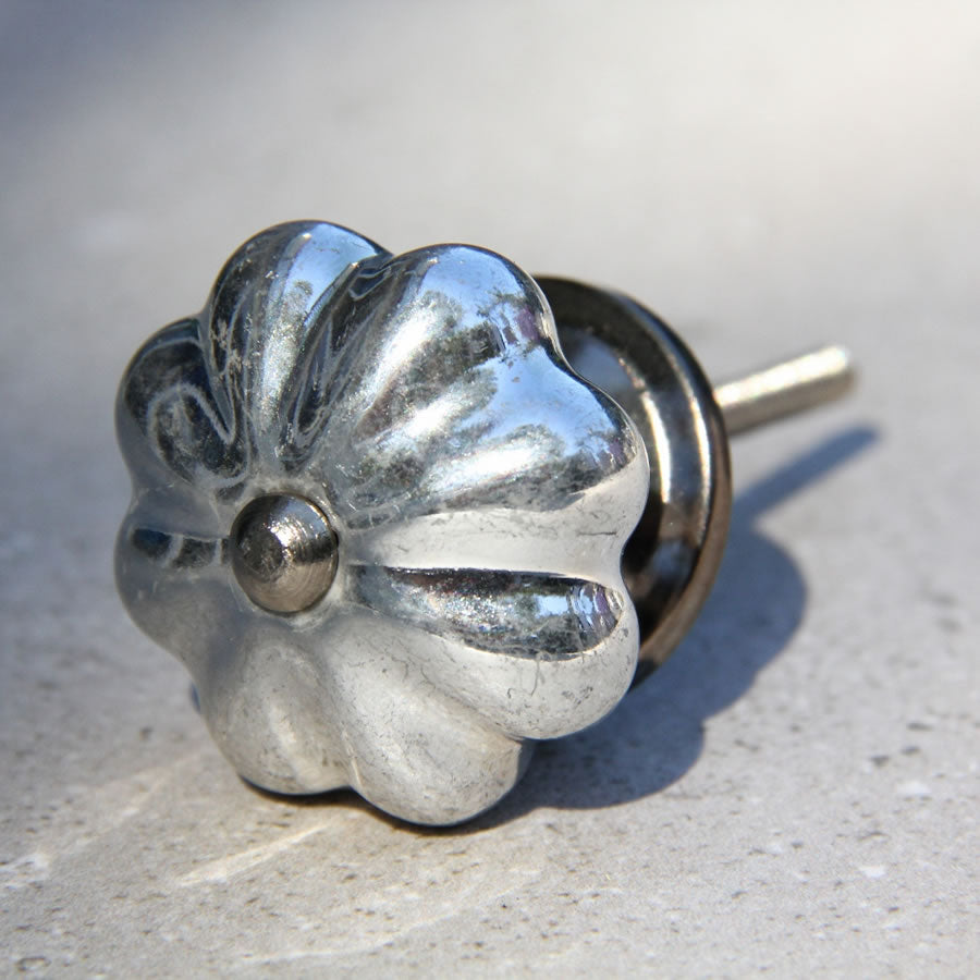 Metallic Silver Antique Look - Flower Shape Knob