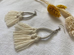 MACRAME BOUCLES D'OREILLES EN MACRAMÉ ( SUR METAL ARGENTÉ ) - Crafty MCrame | Made from Craft