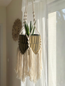 SUSPENSION MURALE POUR PLANTE ( AVEC DES FRANGES ) - Crafty MCrame | Made from Craft