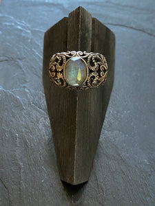 Flowers ring in silver with labradorite