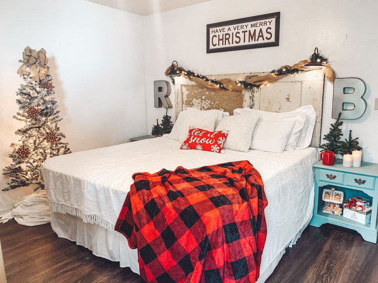 Cozy Christmas Bedroom on a Budget