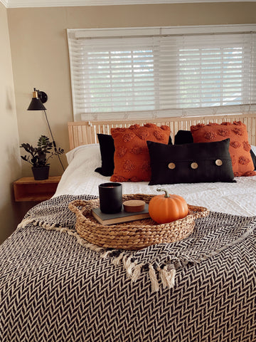 fall bedroom inspiration, bedding, bedroom décor, cozy bed for fall