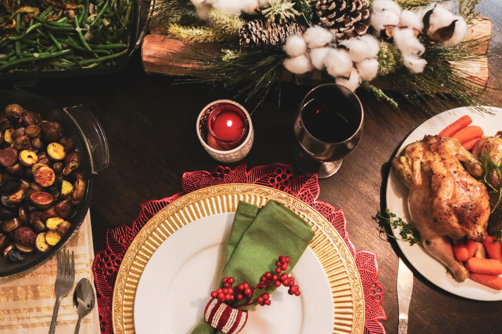 holiday dining table décor