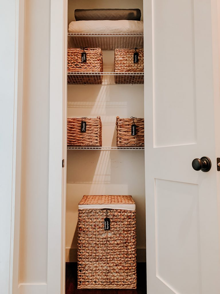 this clean closet storage is outstanding