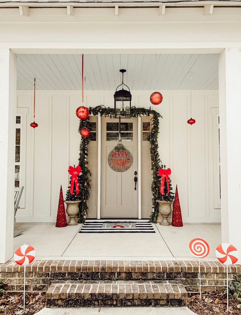 A full view of this magnificently decorated Christmas porch