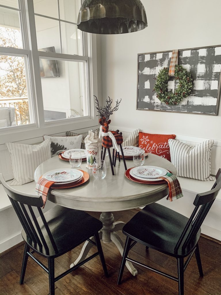 Cozy fall vibes with plaid décor