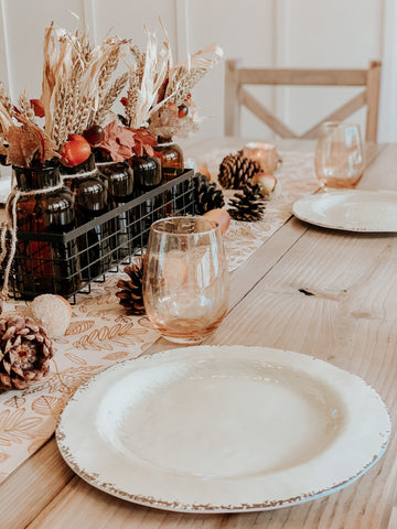 wine glasses, fall floral, thanksgiving table
