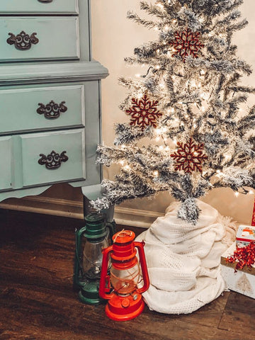 christmas accents, lanterns, decorating for the holidays