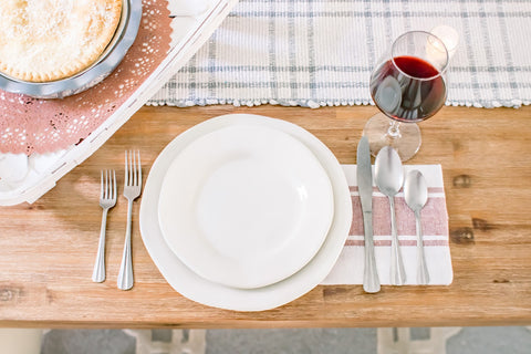 place setting, plates, silverware, dinner part Americana themed party