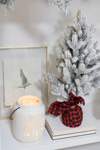 cozy christmas home, christmas tree accents