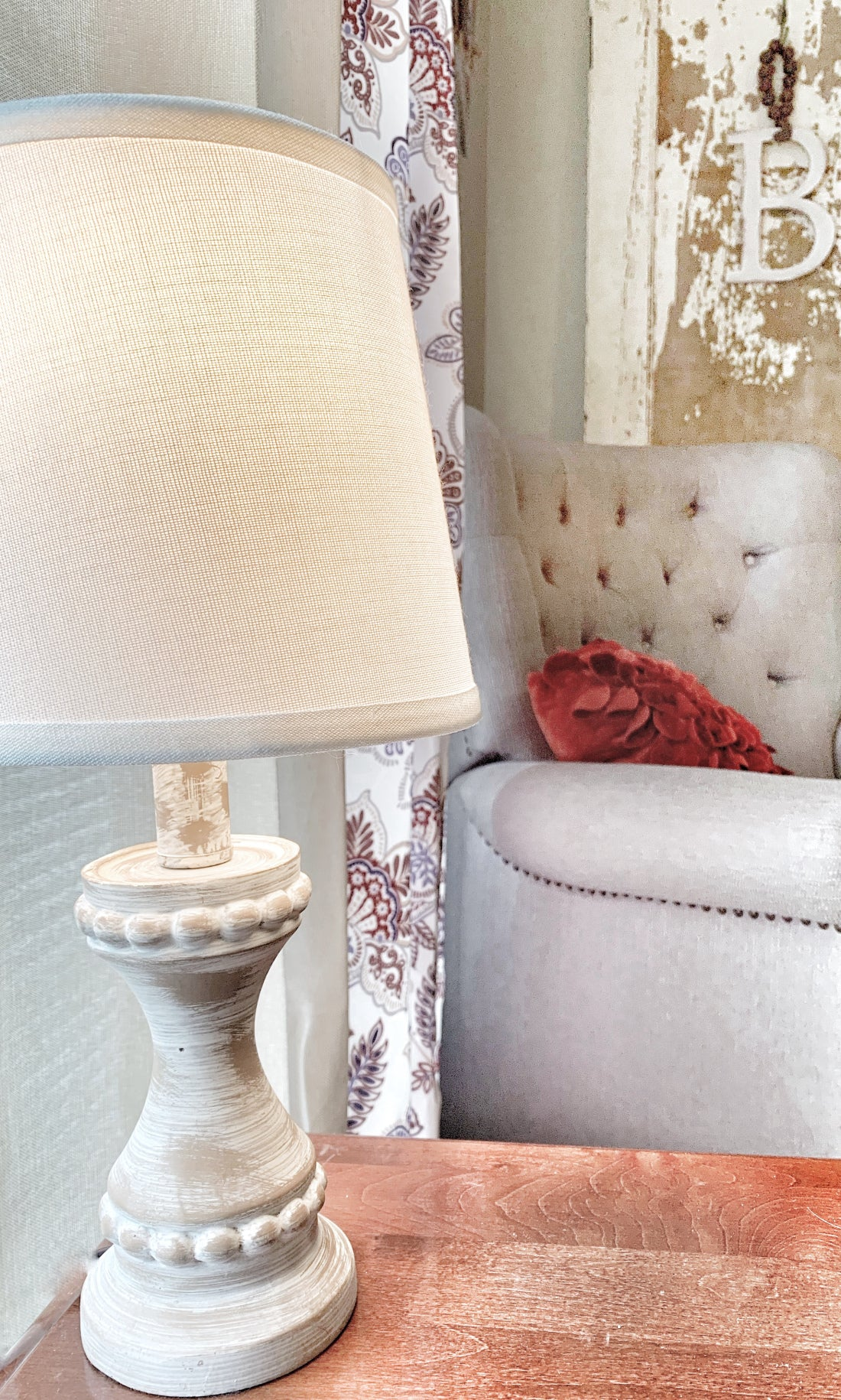 neutral lamp for the living room