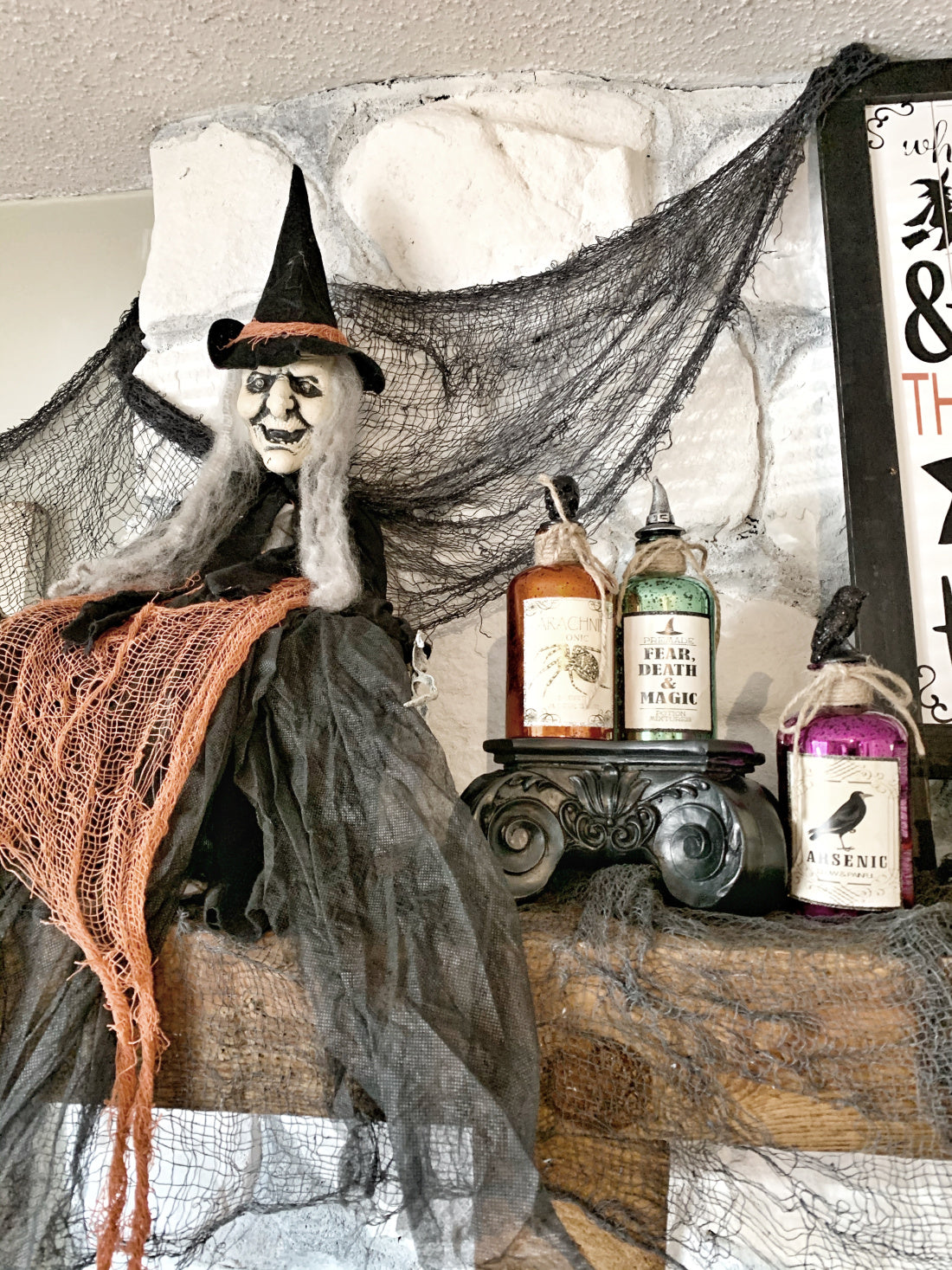 This witch-themed shelf décor will get you, my pretties