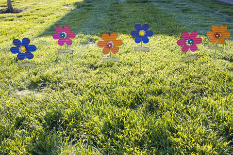 flower stakes, yard stakes, outdoor decorating, summer accents