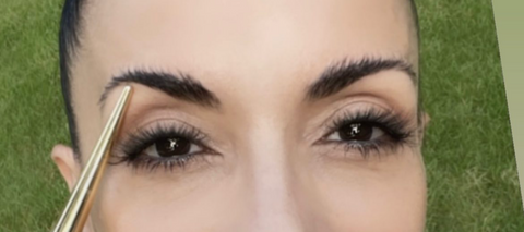 Transform your over plucked brows with our nourishing brow balm!