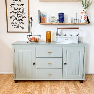 How to Modernize a Dated Hutch