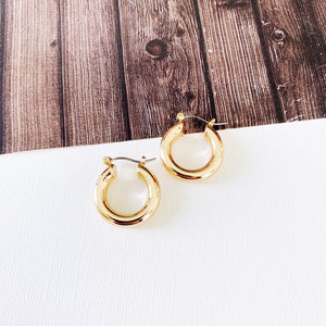 "Hoopla Hoop Earring Collection :: Whittley Gold 3/4"" Hoops"