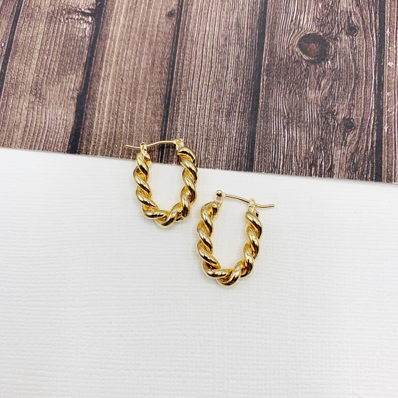 Hoopla Hoop Earring Collection :: Millie Twisted Rope Small Gold Oval Hoop Earrings