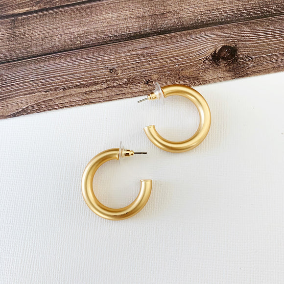 "Hoopla Hoop Earring Collection :: Harper Gold 1.5"" Hoops"