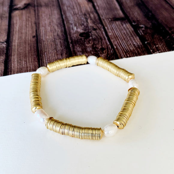 Boutique Bracelet Collection :: Peyton Pearl Gold Disc Bracelet