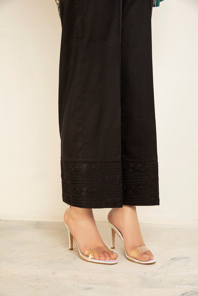 PS20-237-Loose Straight Trouser With Embroidered Hem And Lace Detial