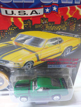 Load image into Gallery viewer, Johnny Lightning Muscle Cars USA 1970 Ford Mustang Boss 302 Limited Edition Made in 1995