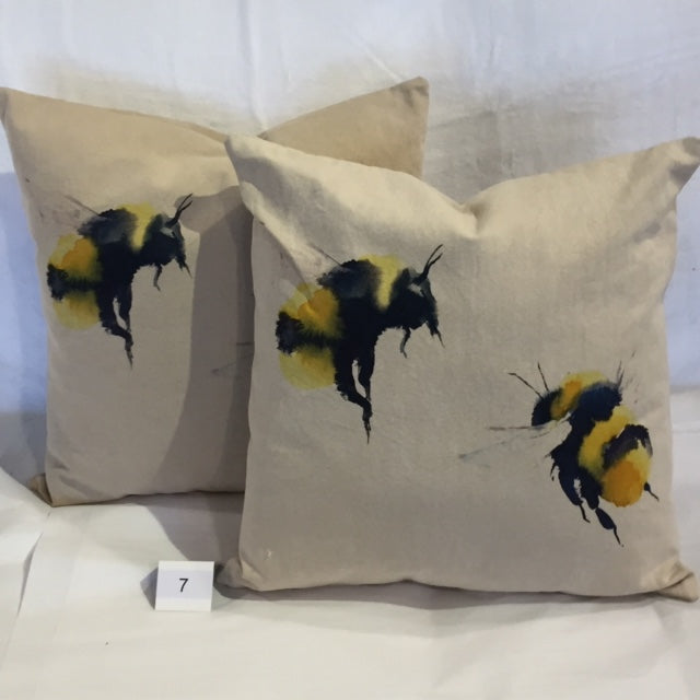 "BUMBLE BEE 18""ACCENT CUSHION - Kate & Co. Home"