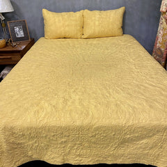 60810 CHINTZ WHEAT QUILT IN QUEEN OR KING- SUPER BONUS- INCLUDES 2 STANDARD SHAMS!
