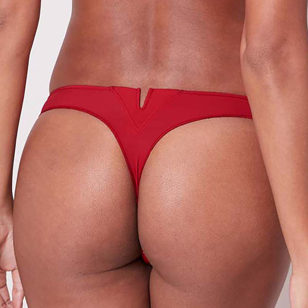 Simone Pérèle Saga Thong 15C700 in ruby red on model back