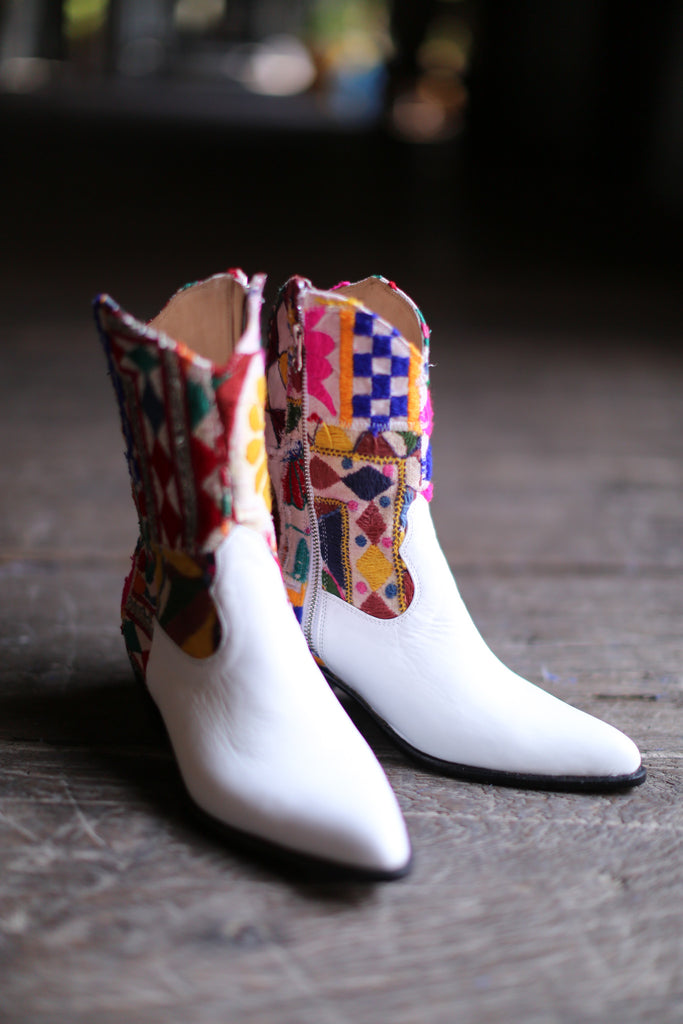 EMBROIDERED BOOTS GIVA
