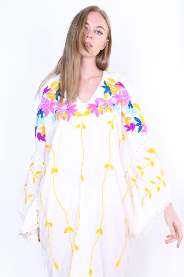 DON'T WANT SUMMER TO END EMBROIDERED KAFTAN KYRA - MOMO NEW YORK