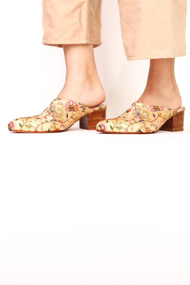 EMBROIDERED HEELED MULES MOMO X ANTHROPOLOGIE - MOMO NEW YORK
