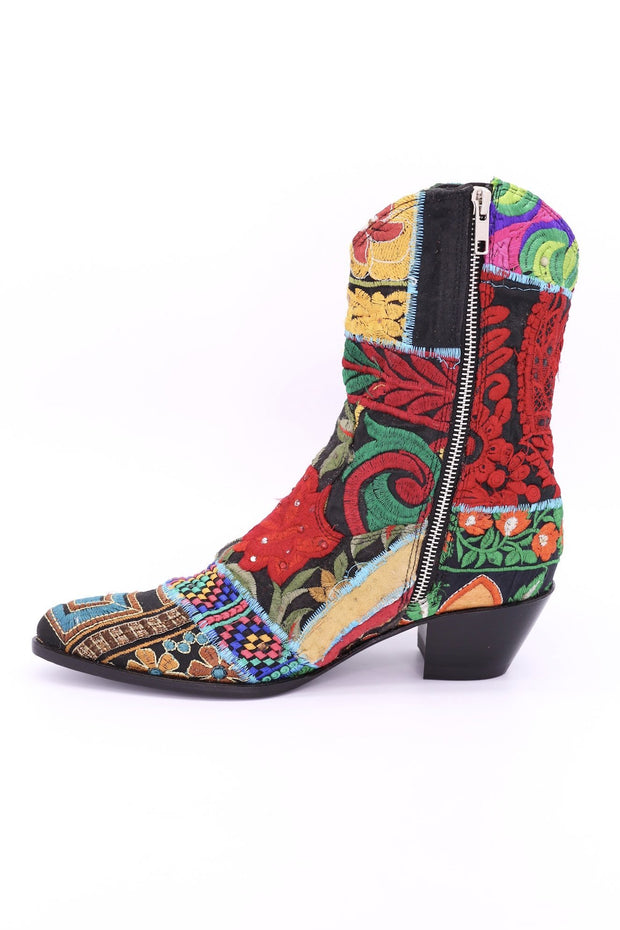 EMBROIDERED PATCHWORK BOOTS GINALYN (BLACK) - MOMO NEW YORK
