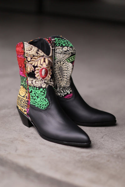 EMBROIDERED PATCHWORK BOOTS GIVA (BLACK) MOMO NEW YORK