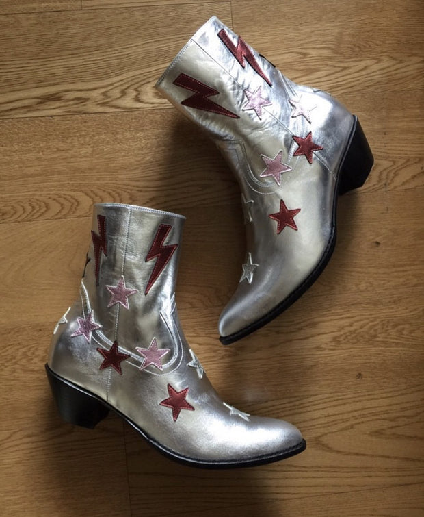 RICH CAST OF CHARACTERS - The Red Star Boot MOMONEWYORK