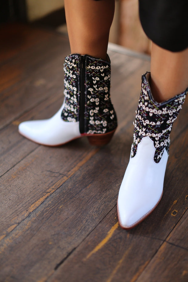 TRIBAL EMBROIDERED POINTED ANKLE BOOTS NALIA MOMO NEW YORK