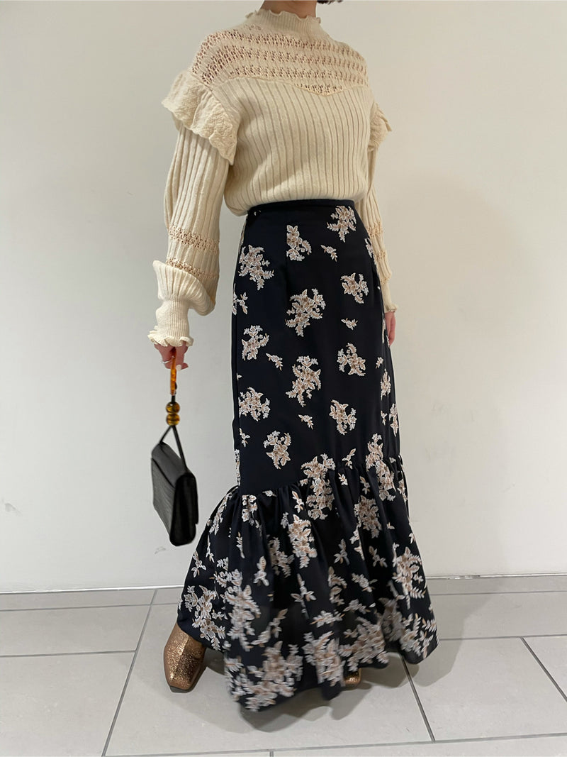 Flower embroidery long skirt